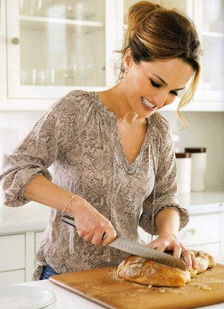 Giada cutting bread blog pic